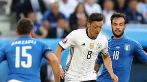 mesut-ozil-of-germany-during-the-uefa-euro-2016-quater-final-between-picture-id544284822