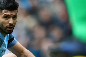 sergio-aguero-of-manchester-city-shows-his-dejection-during-the-picture-id627405974
